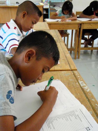 Des élèves en classe sur le projet d'enseignement de l'anglais en Thaïlande