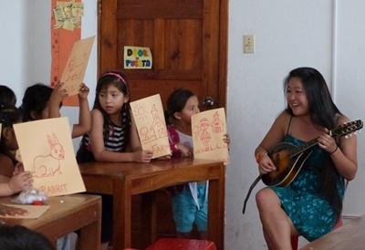 Bénévolat pour l'aide aux enfants par l'art en Équateur