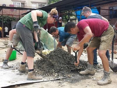 Nos volontaires construisent une salle de classe au Népal