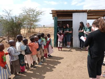 Volontaires lors de campagnes de sensibilisation médicales en Tanzanie