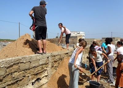 Des volontaires participent au projet de construction aux Philippines