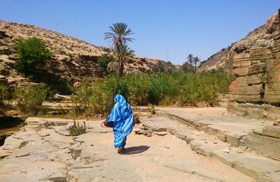 Une femme locale sur le projet nomade au Maroc