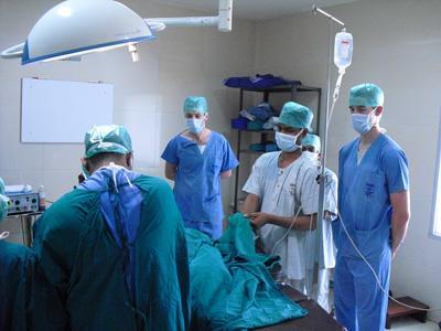 Nos volontaires assistent à une opération