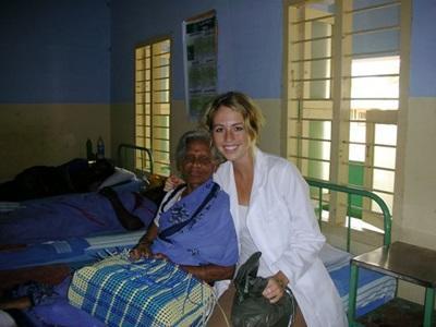 Volontaires en consultation médicale en Inde