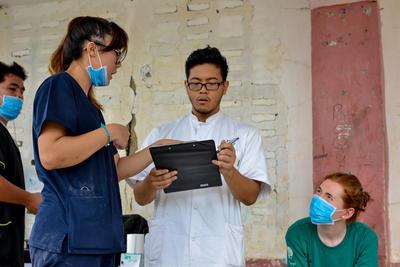 Des professionnels travaillent à la définition des objectifs de nos projets en santé et médecine