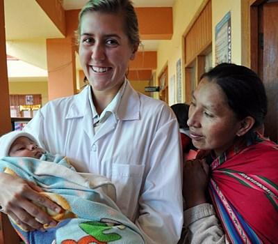 Volontaire sage-femme en stage au Pérou