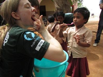 Campagne de sensibilisation à l'hygiène dentaire en Inde