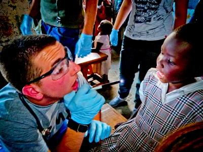 Stage en soins dentaires au Kenya