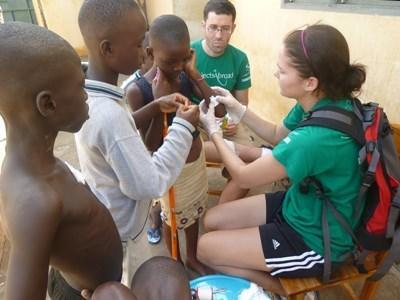 Stagiaire en soins infirmiers au Togo
