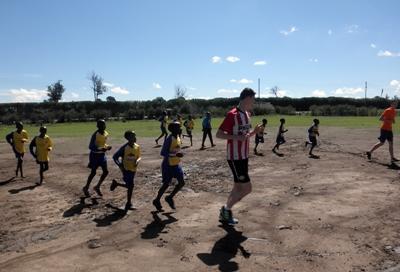 Volontaires en projet lors d'un entrainement de sport au Kenya