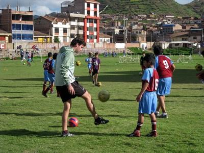 Volontaires en projet sport dans des écoles au Pérou