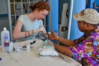 Une volontaire en stage à l'étranger en médecine aux Philippines