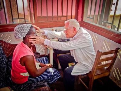Aide humanitaire en soins infirmiers au Togo