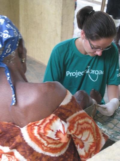 Médecin bénévole en léproserie au Ghana