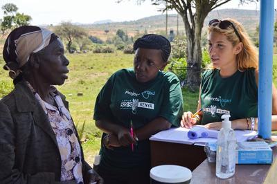 Les volontaires collectent des données de manière confidentielle et sécurisé au Kenya