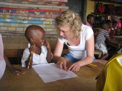 Une volontaire en mission humanitaire en Afrique au Ghana