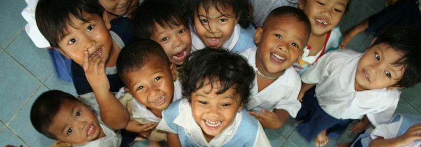 Groupe d'enfants lors d'une mission humanitaire en Asie en Thaïlande