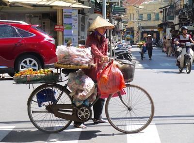 Scène de vie dans les rues d'Hanoi au Vietnam
