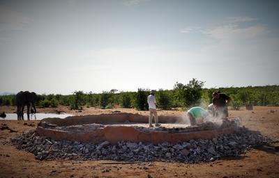 Construction d'un point d'eau sur le projet écovolontariat au Botswana