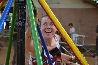 Journée de peinture lors d'un voyage humanitaire au Ghana